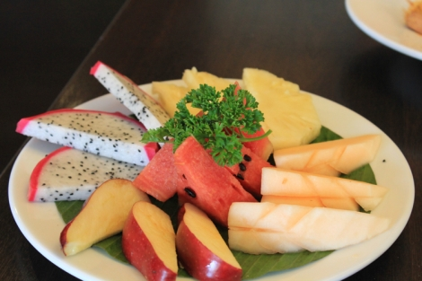 Fruit plate with brekky