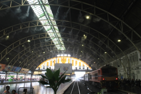 More tracks inside Hua Lamphong station