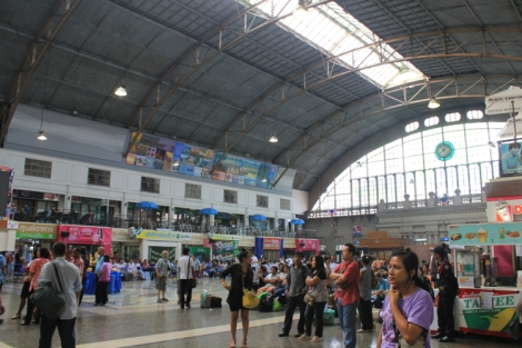 Passenger area at Hua Lamphong station