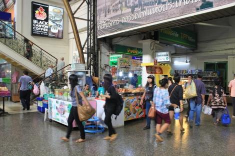 Passenger area at Hua Lamphong station