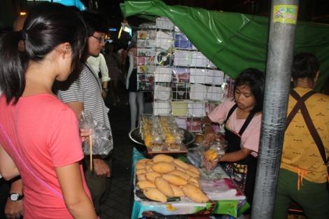 Sweet mango with sticky rice vendor