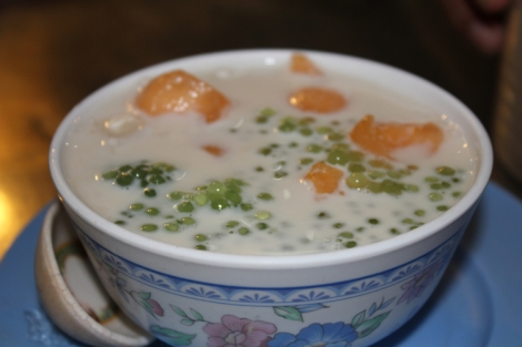 Sago tapioca and canteloupe with milk