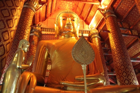 The name of this big guy is 'Luang Pho Tho' and at 19m tall sitting, is one imposing structure