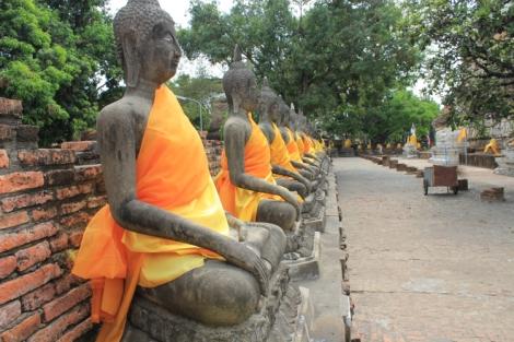 Dapper buddhas