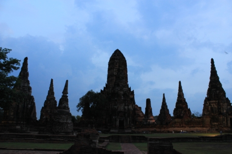 It was getting dark in Ayutthaya, but the ruins were incredible